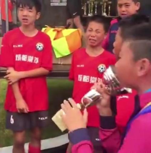 足球少年海外夺冠具体情况 真的是太厉害了