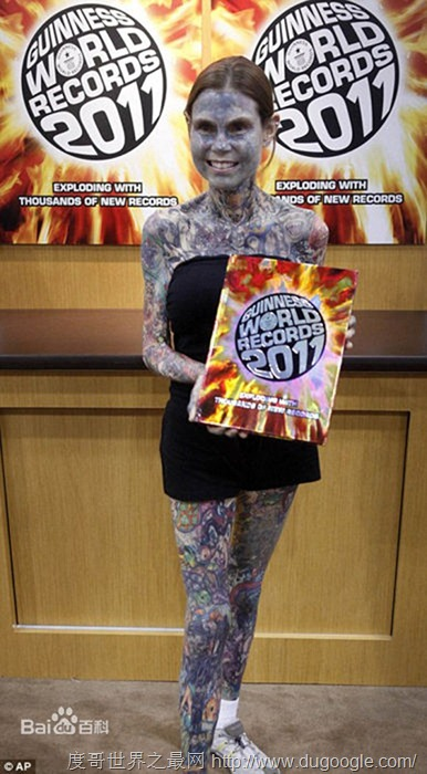 朱莉亚·吉娜斯世界山纹身最多的女性 看的有点吓人