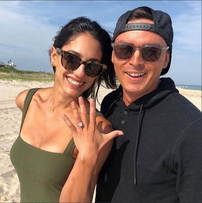 福勒海边求婚成功 真的是太甜蜜了