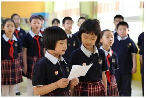 杭州小学万元校服  巨额校服究竟什么样子
