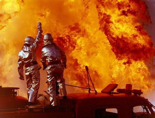 致敬消防英雄 向逆行英雄致敬