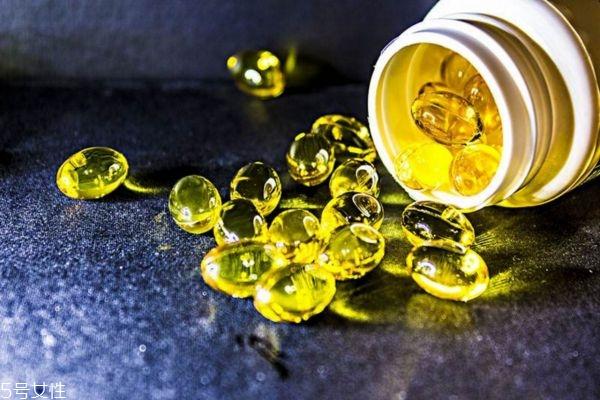 鱼肝油适合多少岁人吃 给宝宝吃鱼肝油的好处 鱼肝油的功效有哪些