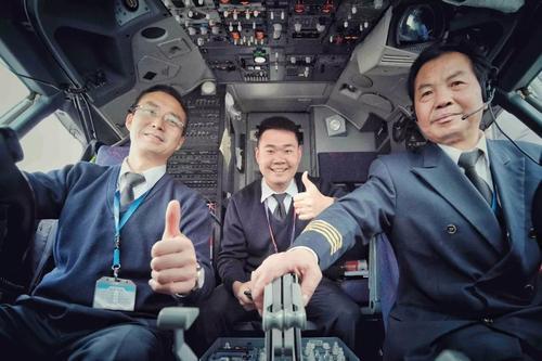 半数飞行员退休  航空业或陷人才荒 究竟是为什么呢