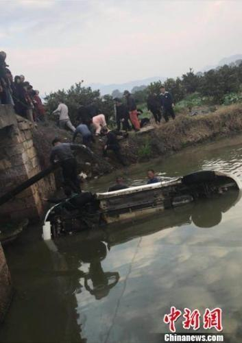 浙江一轿车坠河 事故发生的原因是什么 详情介绍