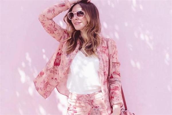樱花粉配什么颜色好看 可爱迷人的春季穿搭