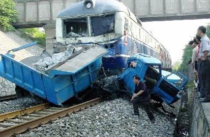 安徽火车三轮相撞 这是怎么回事 真是太危险了  详情介绍