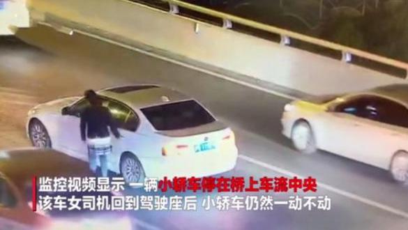 17日晚10时左右,上海卢浦大桥发生一起跳桥事故.