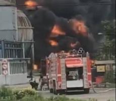 宁波化工厂着火 这是为何着火 建筑顶部都被炸开
